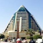【ドバイ】エジプトじゃないのにピラミッドに泊まってます。